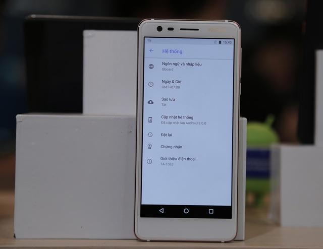 Hệ điều hành Android One cập nhật các tính năng mới nhất của Google như Trợ lý ảo Google và Google Photos với dung lượng ảnh chất lượng cao không giới hạn. Người dùng còn có thêm Google Lens, khả năng đa nhiệm trong tính năng Ảnh-trong-ảnh (picture-in-picture), ứng dụng Android Instant.