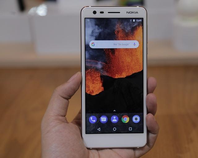Một điểm đáng chú ý của dòng máy này đó là hệ điều hành Android nguyên bản thuộc gia đình Android One. Những chiếc smartphone dùng Android One sẽ giải phóng thêm dung lượng và kéo dài tuổi thọ pin, cũng như các cải tiến mới nhất do AI cung cấp từ Google.