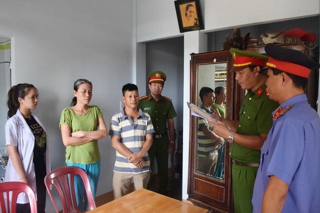 Công an tỉnh Thừa Thiên Huế đọc lệnh bắt khẩn cấp đối tượng Nguyễn Thị Băng Tâm vì hành vi lừa đảo chiếm đoạt tài sản (ảnh: Công an tỉnh Thừa Thiên Huế cung cấp)