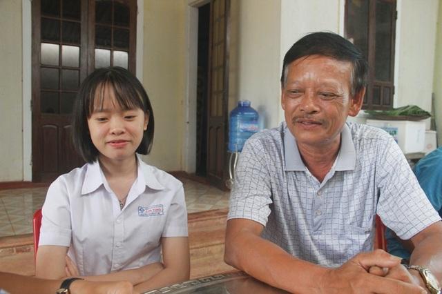 Ông Kim vui mừng khi biết được kết quả thi của con gái
