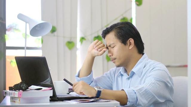 Cơ thể mệt mỏi cảnh báo nguy cơ mắc bệnh gan - 1