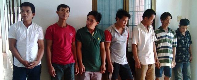 Các đối tượng tham gia cá độ bóng đá ở huyện Đồng Xuân, tỉnh Phú Yên (ảnh Hoàng Xuân)