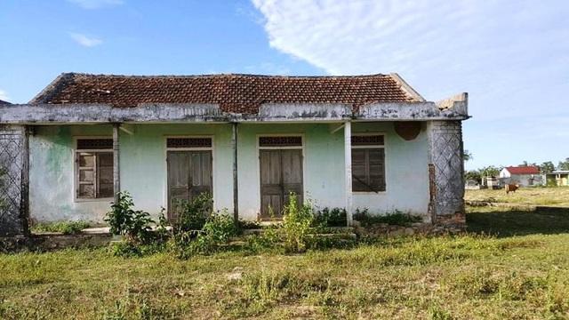Thửa đất 348 hiện đang có một ngôi nhà cũ trước đây là Trường Mầm non và có ghi rõ năm xây dựng là 1991