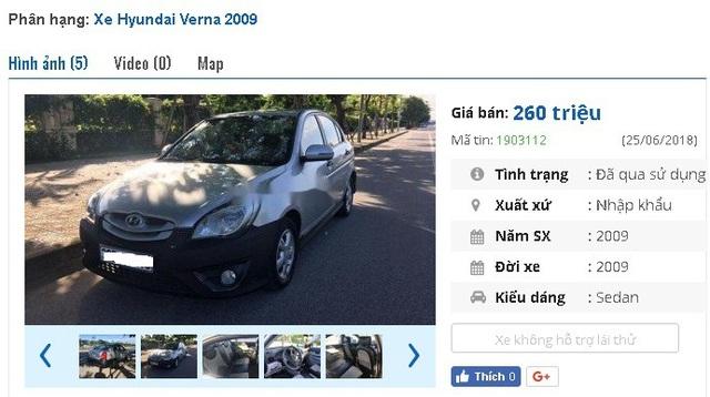 """Chiếc xe Hyundai Verna năm sản xuất 2009, màu bạc hiện đang được chủ nhân rao bán giá 260 triệu đồng. Xe được giới thiệu là có """"phanh ABS, điều hòa tự động, cửa sổ trời, gương, kính chỉnh điện, gập điện, lazang đúc hợp kim, 02 túi khí, camera lùi, nội thất bọc da""""."""