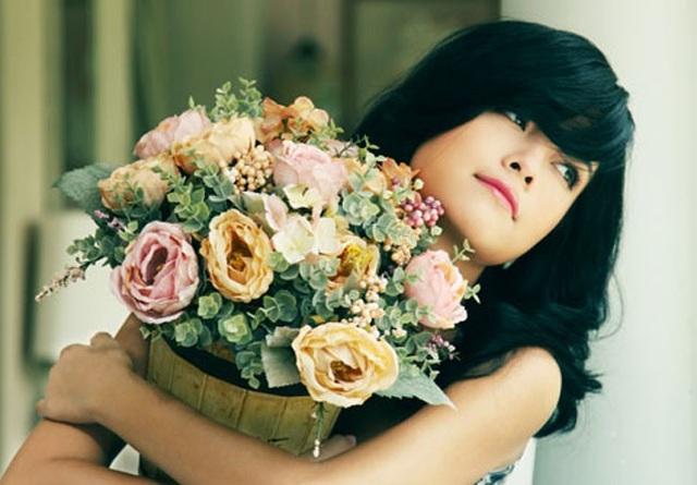 Sau khi nhóm H.A.T tan rã, Phạm Quỳnh Anh vẫn gắn bó với công ty giải trí của Quang Huy. Nữ ca sĩ có nhiều ca khúc được yêu mến như Càng xa càng nhớ, Không đau vì quá đau, Bụi bay vào mắt, Tình yêu cao thượng…