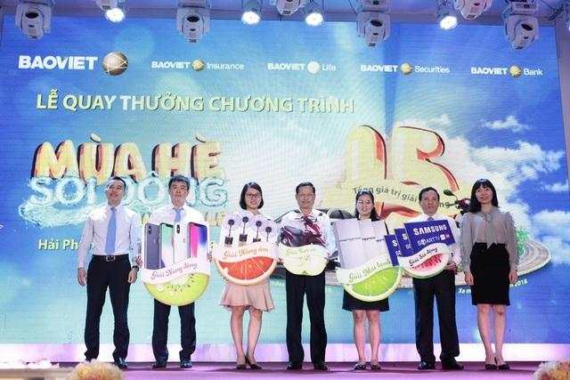 Niềm vui của những khách hàng trúng giải trong lễ quay thưởng tại Hải Phòng