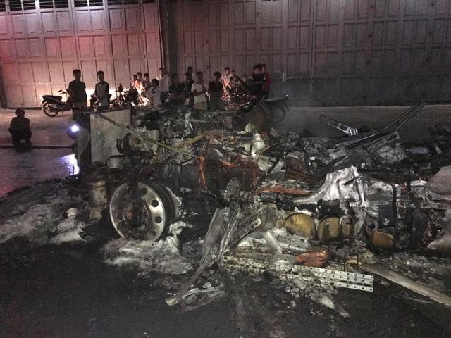 Sau tiếng nổ lớn, xe container bốc cháy dữ dội - 14