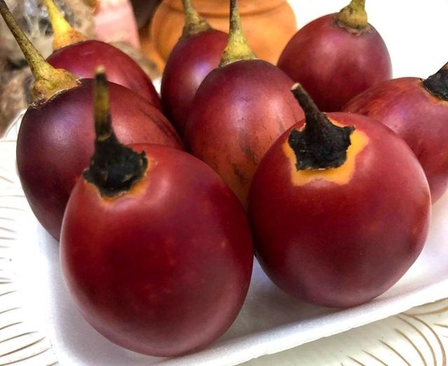 Thời gian gần đây, loại cà chua này xuất hiện khá nhiều trên thị trường và được bán với giá 300.000 đồng/kg chứ không còn đắt đỏ như trước