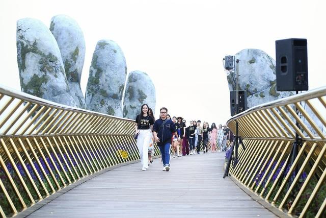 Fashion show chủ đề Dạo bước trên mây (A walk to the sky) sẽ khởi đầu cho chuỗi dự án Hành trình thời trang (Fashion Voyage).