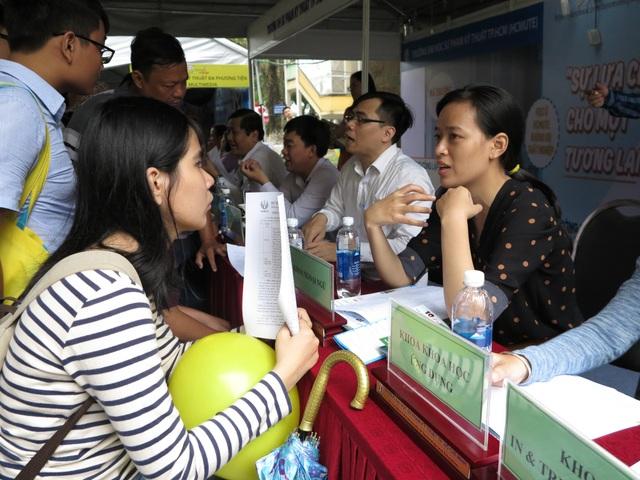 Thí sinh tham khảo ý kiến chuyên gia tư vấn tuyển sinh trước khi thay đổi nguyện vọng ĐH