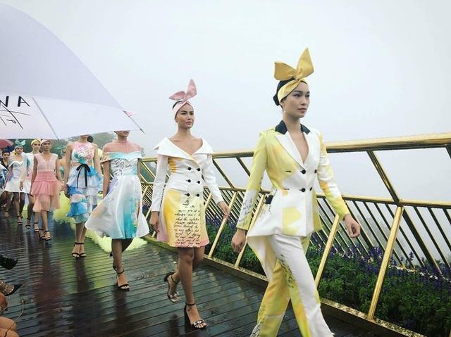 Lê Ngọc Lâm đưa cảm xúc của khán giả thăng hoa cùng những áng mây của riêng mình dù tiết trời đổ mưa tầm tã.