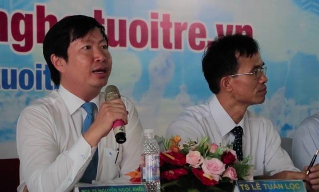 PGS.TS Nguyễn Ngọc Khôi trả lời thắc mắc của thí sinh tại ngày hội tư vấn
