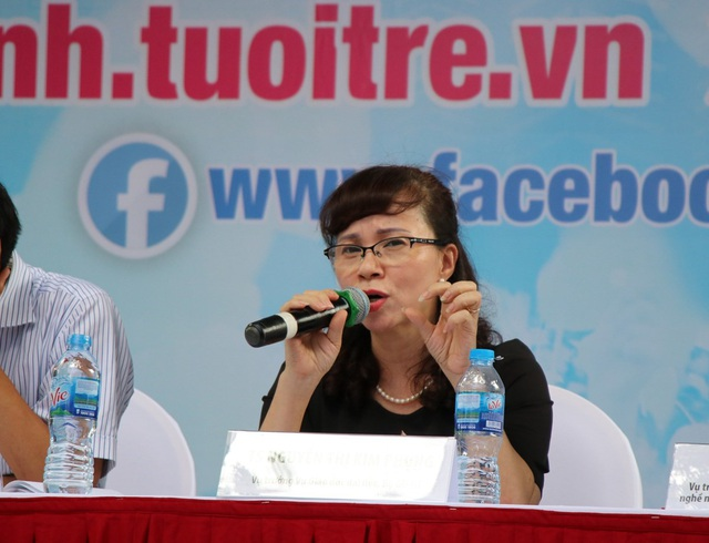 Bà Nguyễn Thị Kim Phụng - Vụ trưởng Vụ Giáo dục Đại học - Bộ GD&ĐT giải đáp băn khoăn của thí sinh.