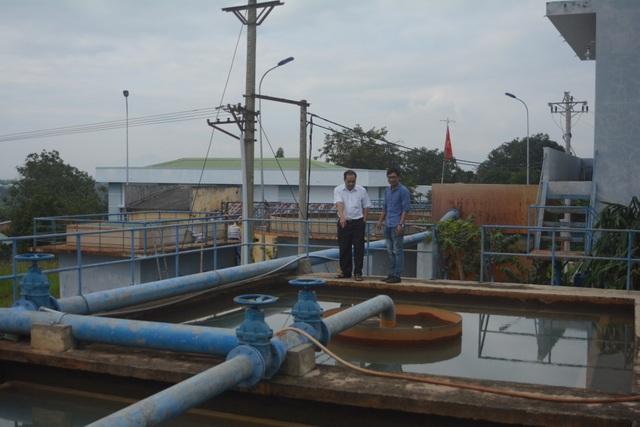 Để khắc phục tạm thời nguồn nước bị nhiễm bẩn, đơn vị cấp nước tạm thời sử dụng nguồn nước lấy từ suối Mlah, qua xử lý rồi cấp cho người dân sử dụng