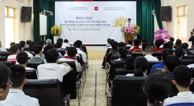 169 giáo viên và học sinh tham gia Trường hè Toán học khu vực miền Trung