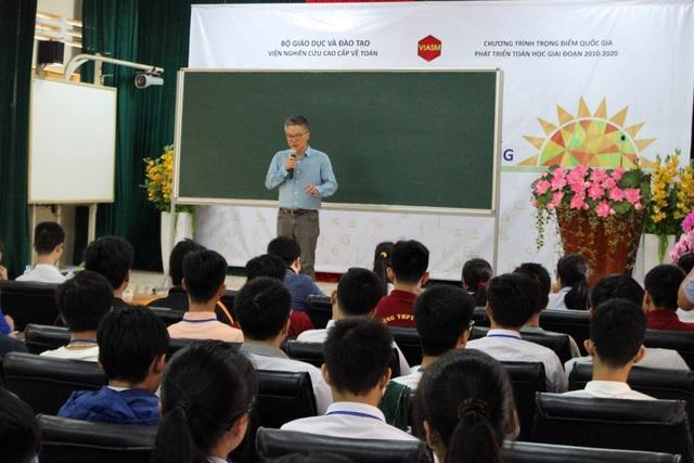 Giáo sư Ngô Bảo Châu đã trực tiếp giảng dạy các học sinh Trường hè Toán học