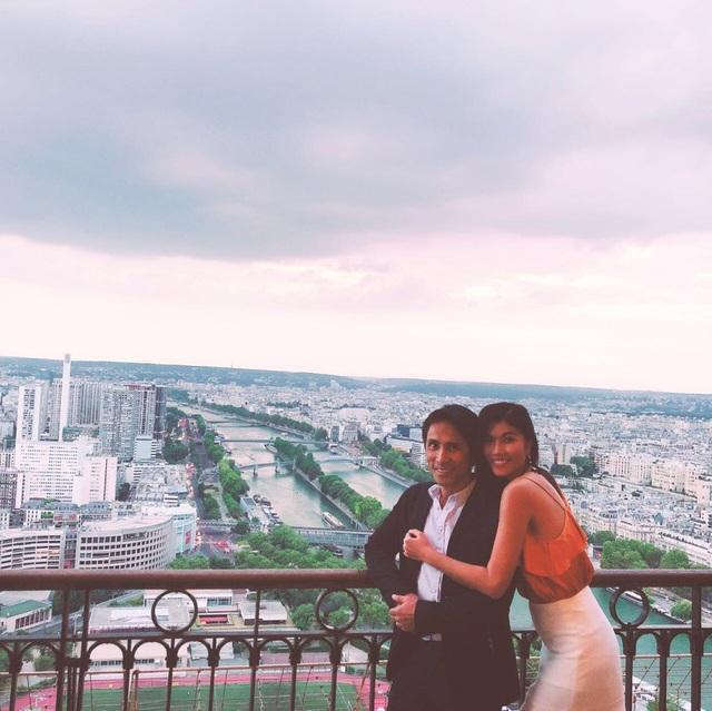 Chồng Trang Lạ là một công dân Pháp gốc Việt. Anh tốt nghiệp một trường đại học Y tại Paris.