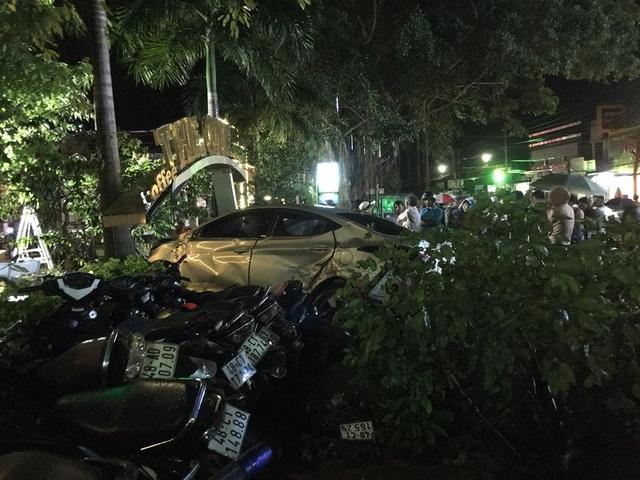 Hàng loạt chiếc xe máy bị hư hỏng sau vụ va chạm