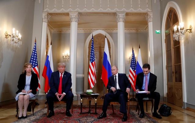 Bà Marina Gross (trái) là phiên dịch viên cho Tổng thống Trump trong cuộc gặp với Tổng thống Putin tại Phần Lan (Ảnh: Reuters)
