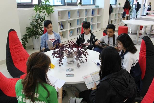 Thư viện đẹp và hiện đại của Trường Đại học Y tế Công cộng là nơi sinh viên yêu thích.