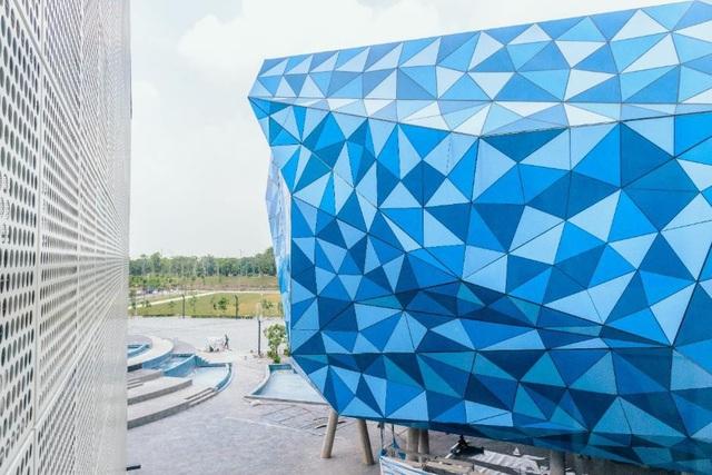 Đại học BUV được thiết kế với kiến trúc vô cùng độc đáo, kết hợp với những công nghệ hiện đại phục vụ cho việc học tập và giảng dạy.