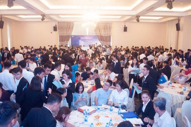 Sự kiện thu hút hơn 600 khách hàng đến tham dự, nhiều khách hàng có mặt từ sáng sớm với mong muốn sở hữu căn hộ Marina Riverside