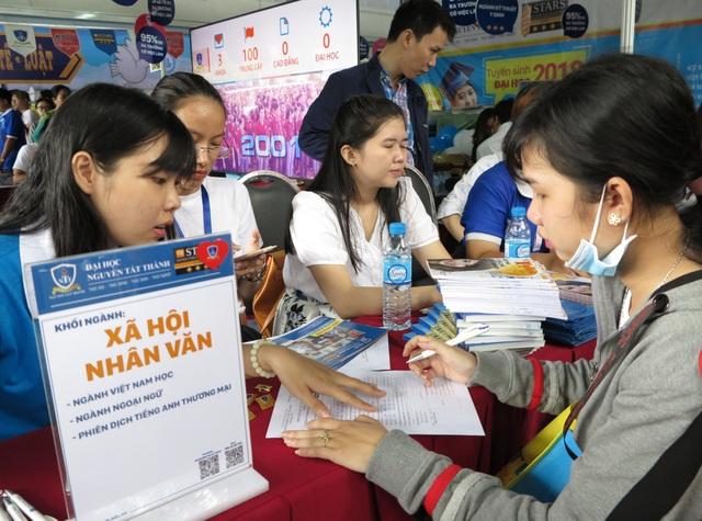 Thí sinh tham gia xét tuyển vào Trường ĐH Nguyễn Tất Thành