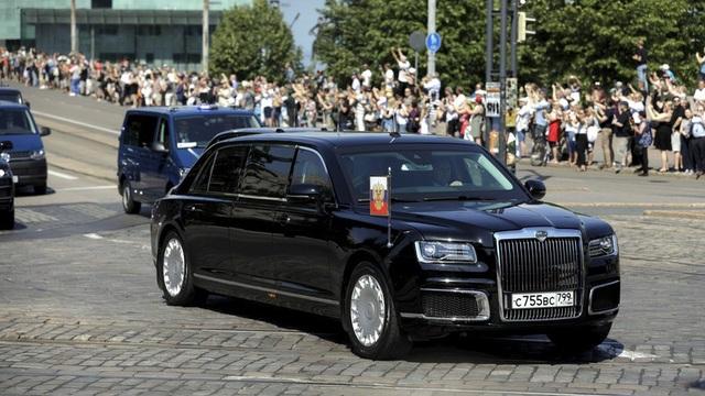 Siêu xe Aurus Senat của ông Putin lần đầu xuất hiện trong một chuyến công du nước ngoài tại Phần Lan. (Ảnh: Reuters)