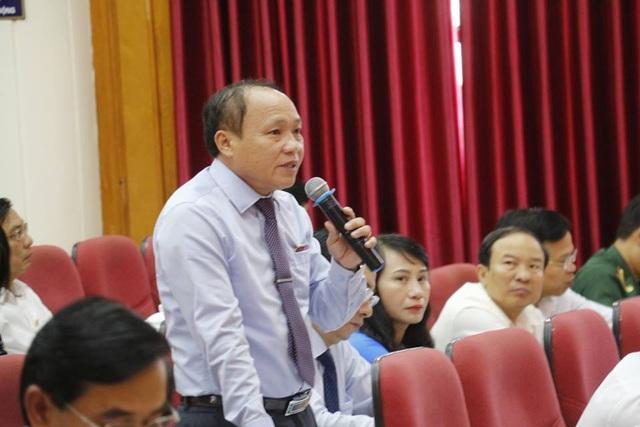 Ông Đặng Quốc Cương, Đại biểu huyện Cẩm Xuyên chất vấn tại kỳ họp