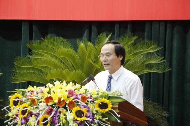 Ông Nguyễn Văn Việt, Giám đốc Sở NN&PTNT Hà Tĩnh trả lời tại phiên chất vấn