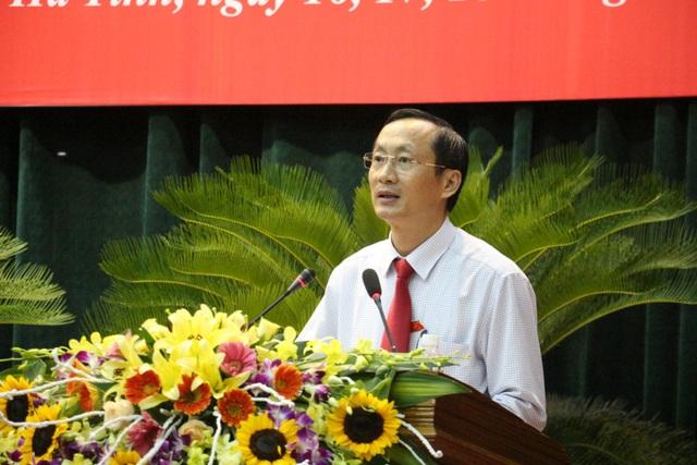 Ông Đặng Ngọc Sơn, Phó Chủ tịch UBND tỉnh báo cáo kết quả xử lý vụ giống lúa Thiên ưu 8 mất mùa lịch sử năm 2017