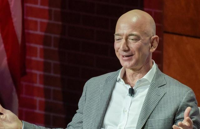 Jeff Bezos trở thành người giàu nhất trong lịch sử với khối tài sản ước tính 150 tỷ USD