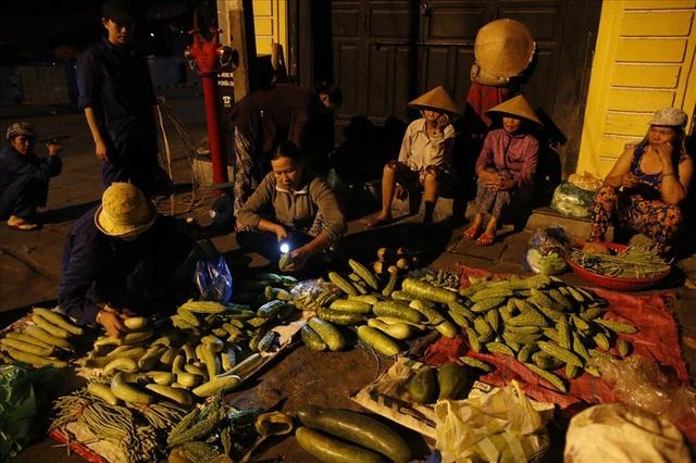 Rau củ quả ở phiên chợ nơi đây luôn đắt khách bởi vì những tiêu chuẩn xanh, sạch.
