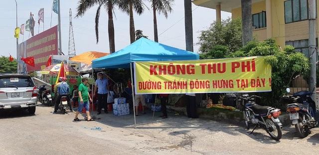 Người dân, lái xe trưng khẩu hiệu phản đối, yêu cầu không thu phí tuyến đường tránh Đông Hưng tại BOT Tân Đệ