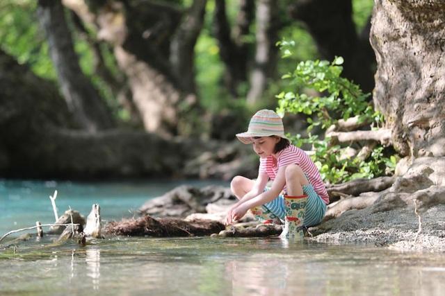 Du lịch đã giúp cô bé tự kỉ hòa nhập cộng đồng - 3
