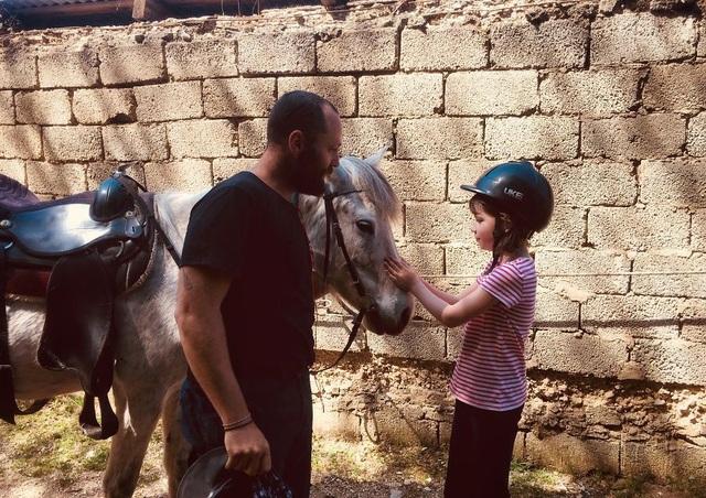 Du lịch đã giúp cô bé tự kỉ hòa nhập cộng đồng - 6