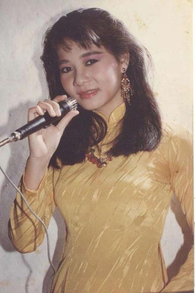 Thu Minh thu hút được sự chú ý của dư luận với giọng hát khỏe và cao vút khi thể hiện hoàn hảo ca khúc gạo cội Bóng cây Kơ-nia vào năm 1993.