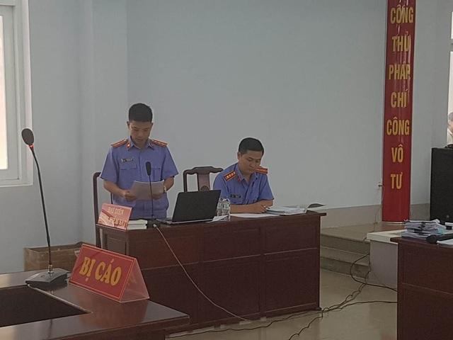 Đại diện Viện KSND tỉnh BRVT, người giữ quyền công tố tại tòa đọc bản cáo trạng.