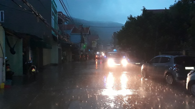 Khu vực Nghi Sơn, huyện Tĩnh Gia, Thanh Hóa lúc hơn 21h mưa nhỏ, gió nhẹ. Người dân nơi đây cho rằng cơn bão này có thể sẽ không mạnh. (Ảnh: Duy Tuyên)