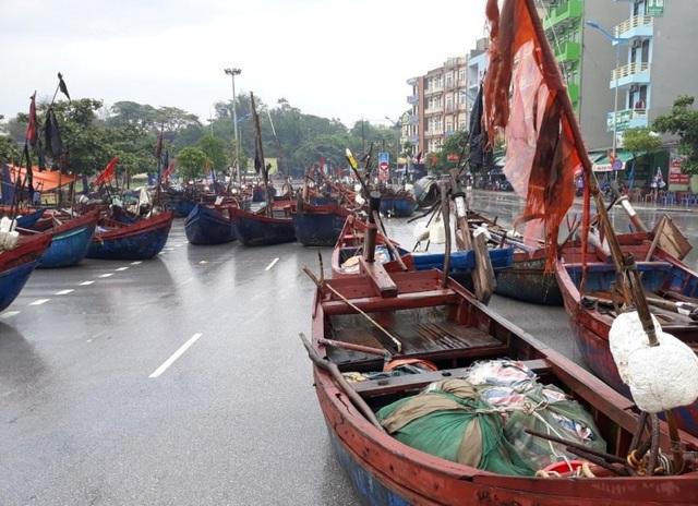 Tàu thuyền của ngư dân Sầm Sơn đã được đưa lên đường để tránh bão