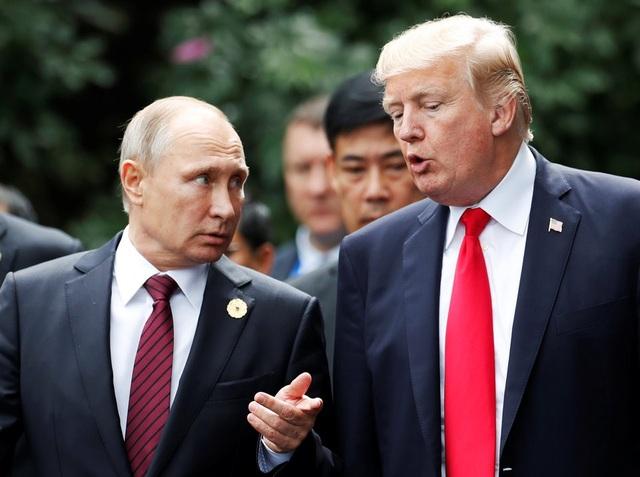 Hai nhà lãnh đạo Nga - Mỹ trò chuyện bên lề hội nghị APEC tại Việt Nam. (Ảnh: Reuters)