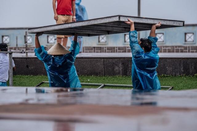 Thí sinh Hoa hậu Việt Nam ở Nghệ An vẫn tập luyện dù mưa bão - 5