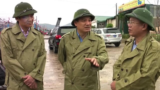Bí thư Tỉnh ủy Nghệ An Nguyễn Đắc Vinh đi kiểm tra phòng chống lụt bão.