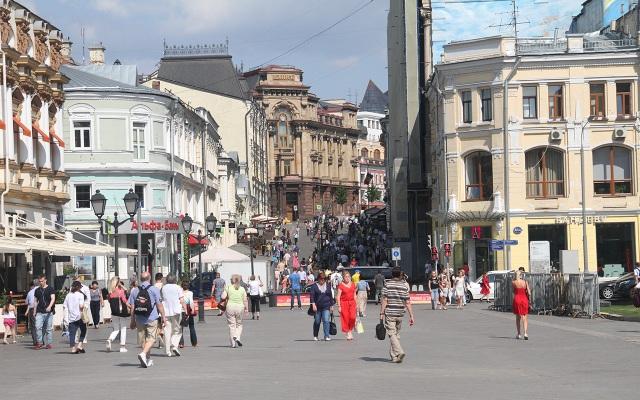 Nhịp sống trên đường phố vẫn hối hả, nhưng đấy không còn lại sự hối hả cho World Cup...