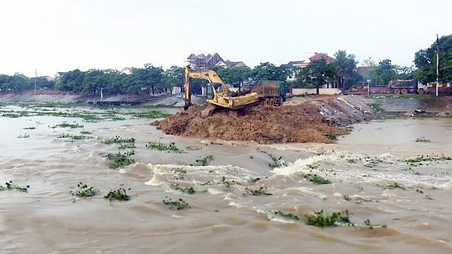 Huyện Diễn châu đã tiến hành phá 2 đê quai ngăn nước và đưa vào vận hành cống Diễn Thành để tiêu nước.