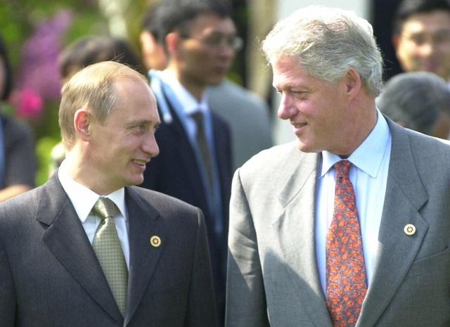 Ông Putin và ông Clinton gặp nhau đầu thập niên 2000 (Ảnh: AP)