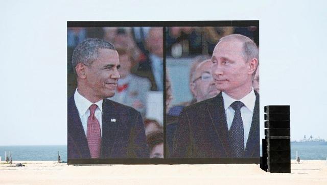 Hình ảnh Tổng thống Putin và Obama trên màn ảnh lớn tại lễ kỷ niệm 70 năm ngày quân đồng minh đổ bộ lên bãi biển Normandy vào năm 2014. (Ảnh: Reuters)