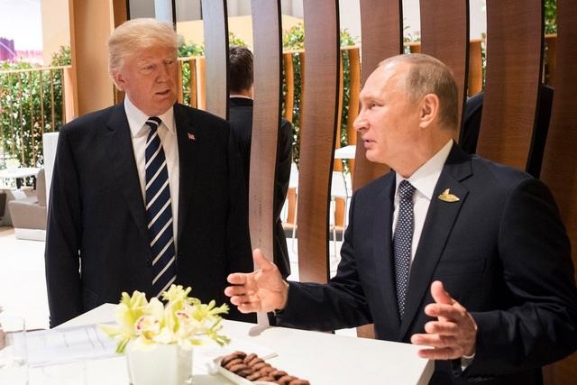 Ông Trump và ông Putin gặp nhau lần đầu tiên bên lề thượng đỉnh G20 tại Đức (Ảnh: Getty)