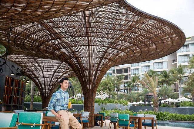 Quang Vinh luôn xuất hiện trong những hình ảnh đẹp, ấn tượng trong những chuyến du lịch liên tục trong và ngoài nước. Lần đầu anh cho biết đây là công việc kiếm tiền của mình.