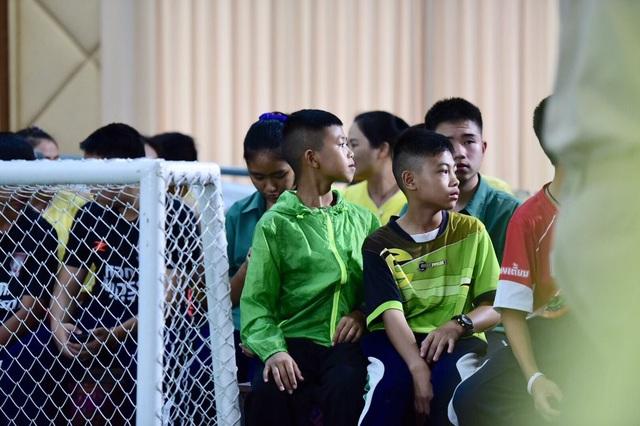 """Đội bóng Thái Lan kể lại """"khoảnh khắc kỳ diệu"""" được giải cứu khỏi hang - 10"""